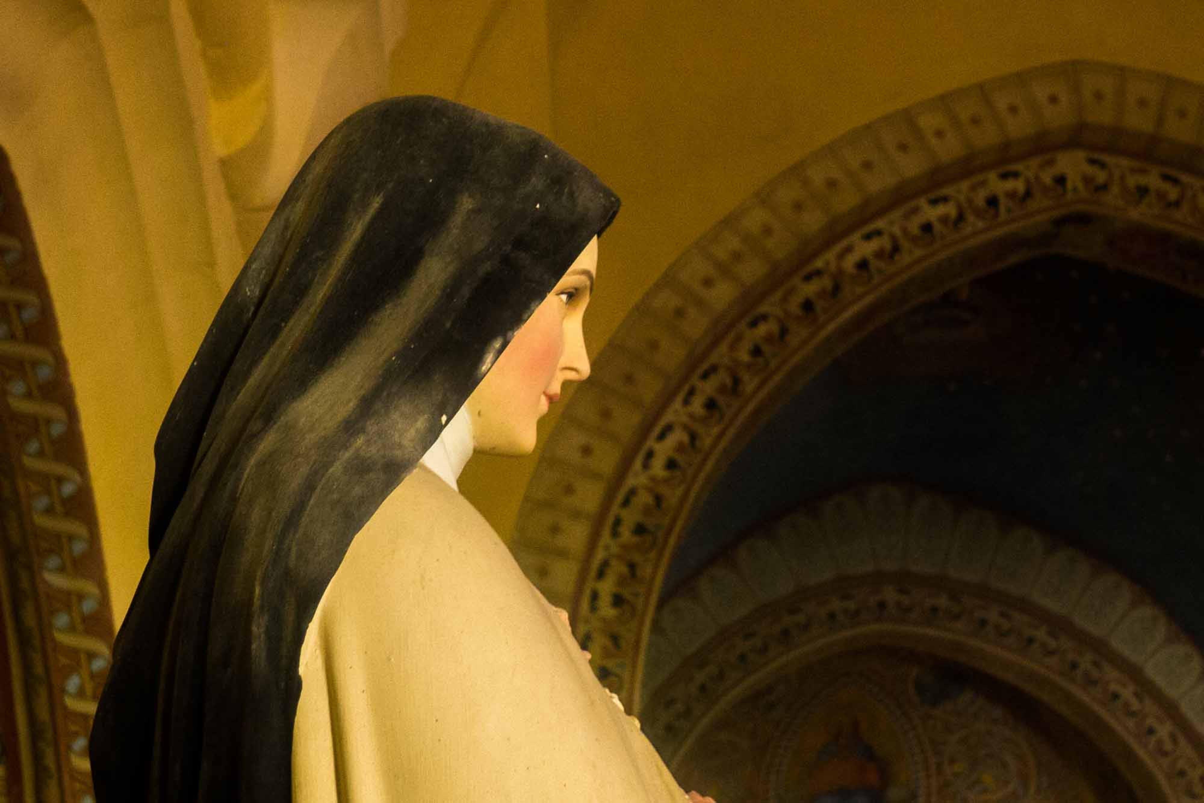 1-Mariabeeld in  kerk Frankrijk-pichi.jpg