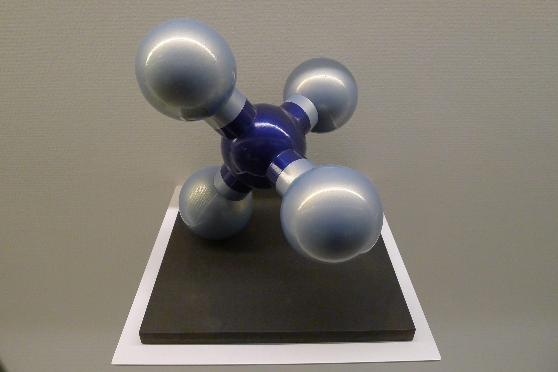 KOOS-3-GASMOLECUUL-KLEUR-GLANZEND-3X2.JPG